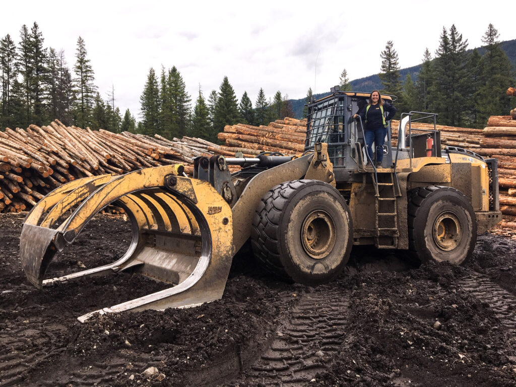 Kalesnikoff Lumber and Mass Timber facility employee action shot at the sawmill